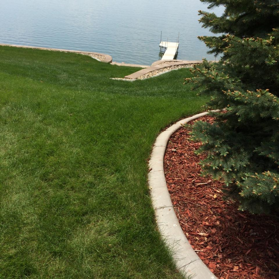 Concrete edging can be used in a variety of settings