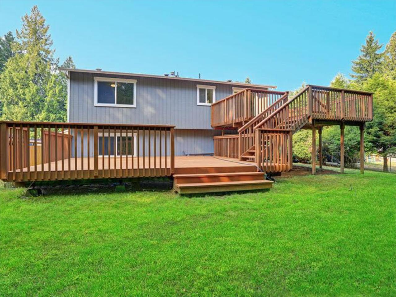 We specialize in building single and multi-layer decks