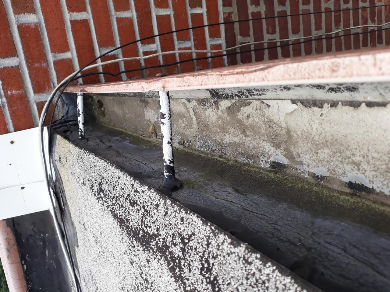 Gutter Cleaning & Repair