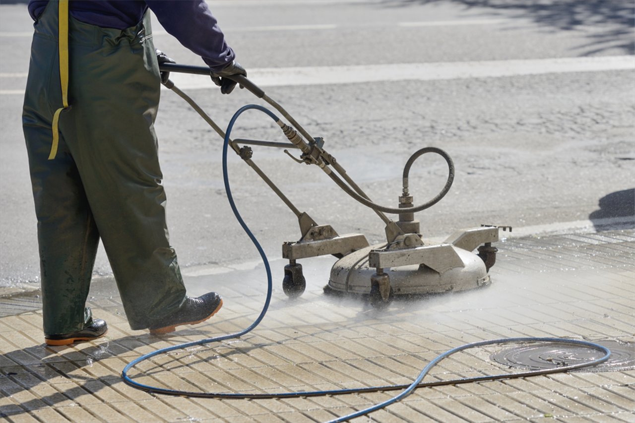 Whether you're dealing with heavy traffic, or just need to clean off your walk or driveways, Four Seasons Power Washing can help with all your concrete and pavement cleaning needs.