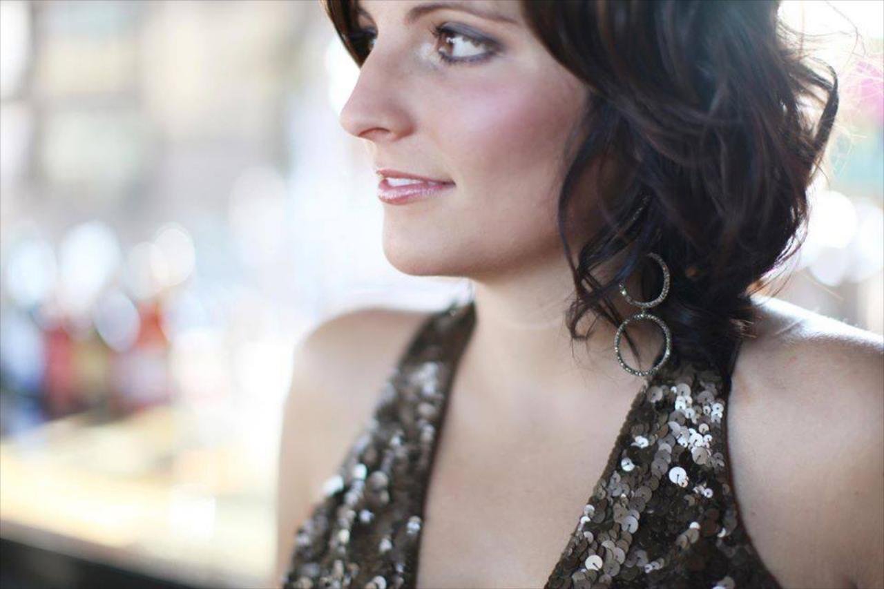 August 14th - Elisabeth Hunstad Live at Blue 42