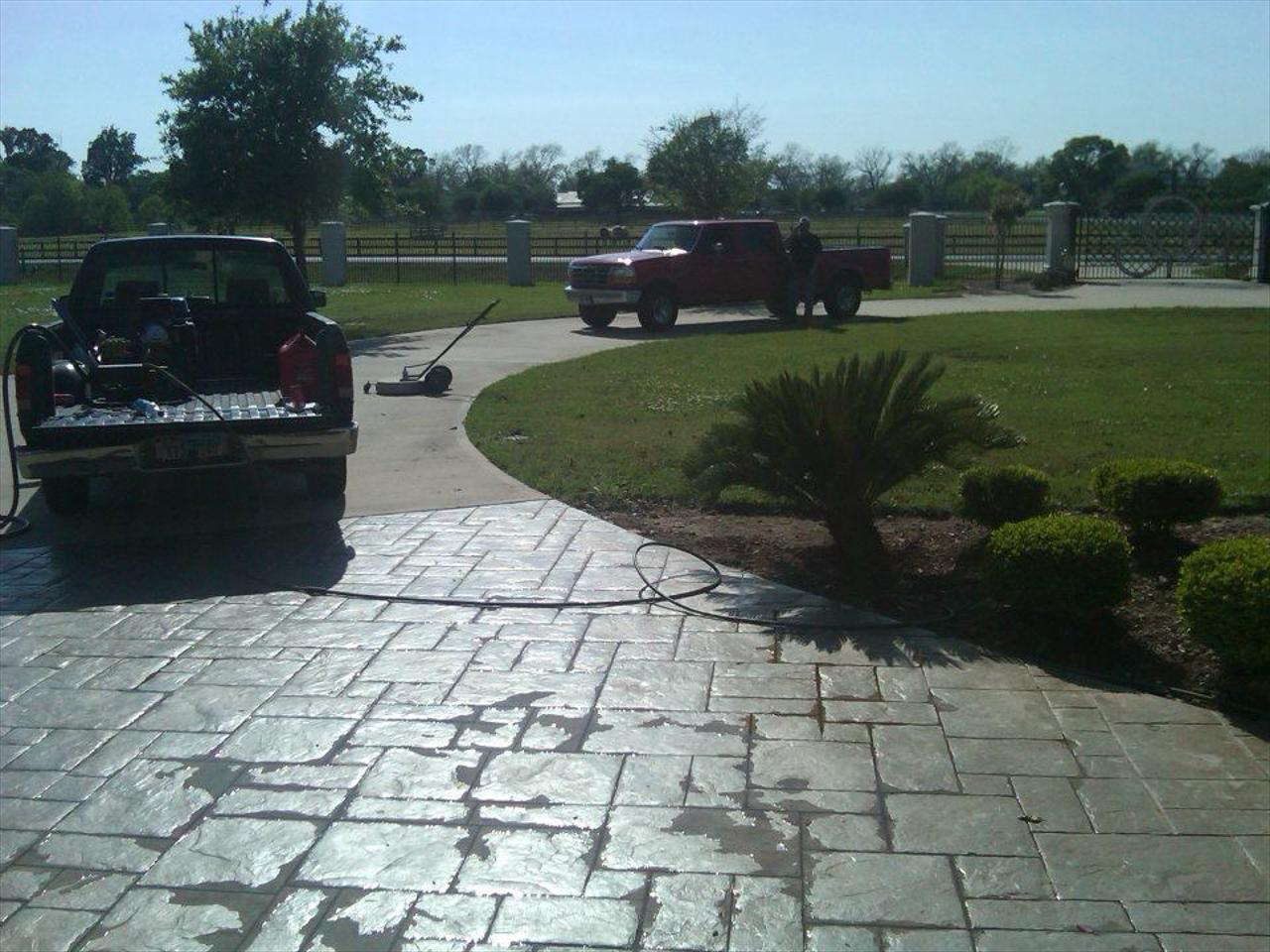 We use high pressure to pressure wash driveways and paver driveways in Temple and the surrounding areas