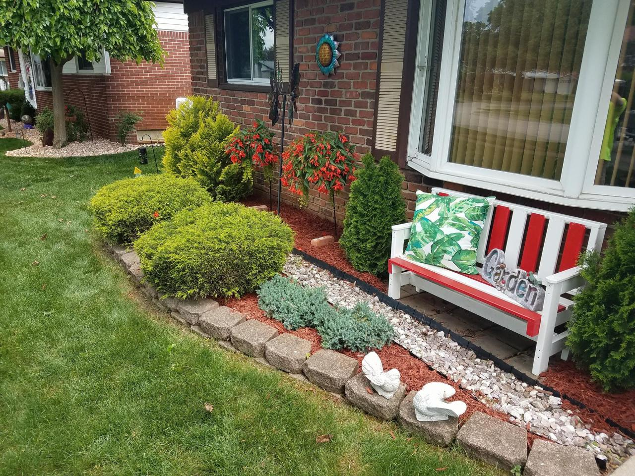Brick Style Edging is Great for Retaining Materials and Plants