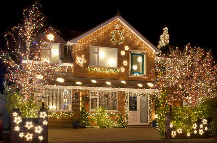 RESIDENTIAL EXTERIOR HOLIDAY LIGHTING